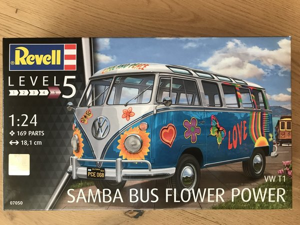 Revell VW T1 Samba Bus Flower Power 1:24 07050