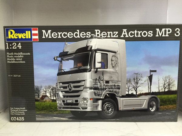 Revell Mercedes-Benz Actros MP3 1:24 07425