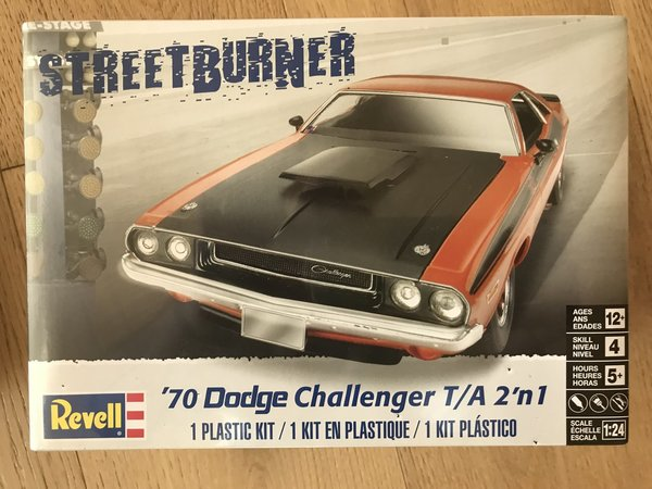 Revell US 1/24 '70 Dodge Challenger 2 'n 1 Plastic Model Kit 85-2596