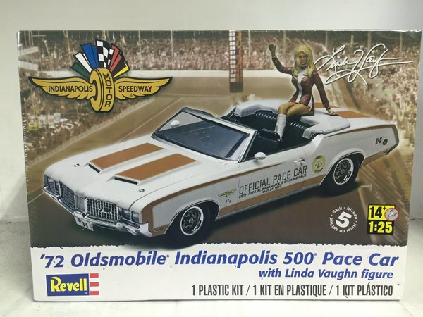 Revell US 1/25 '72 Oldsmobile® Indianapolis 500® Pace Car Plastic Model Kit 85-4197