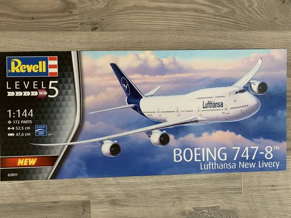 Revell Boeing 747-8 Lufthans New Livery 1:144 03891